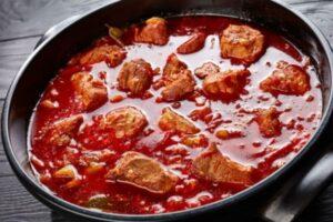 Costilla de cerdo en salsa roja �
