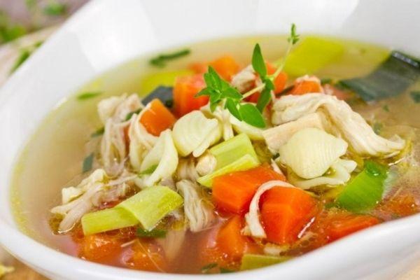 Caldo de pollo con verduras 🍜