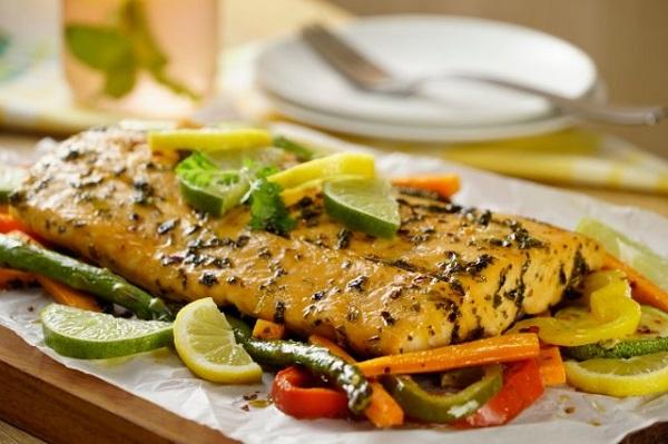 salmón empapelado con verduras mexicano